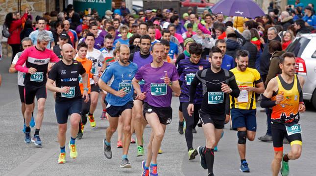Salida de la prueba absoluta de 2019, que recaudó más de 1.500 kilos de comida y 6.200€, con 386 corredores.