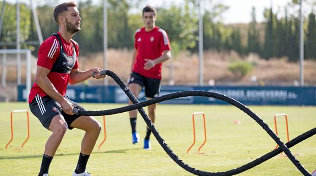 Roberto Torres, durante el entrenamiento en Tajonar este viernes.