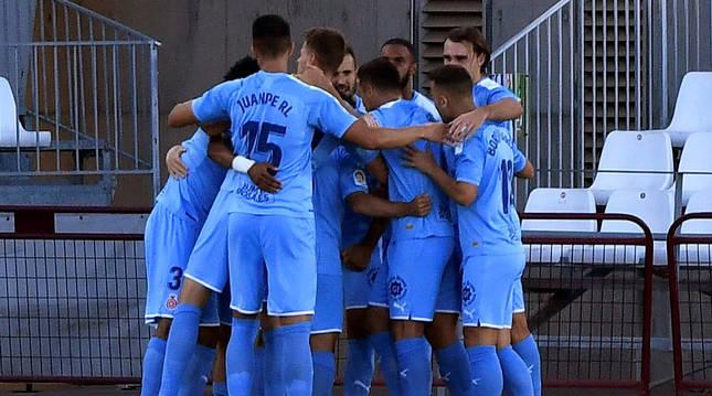Alegría de los jugadores del Girona tras el primer tanto del encuentro obra de Samu Saiz.