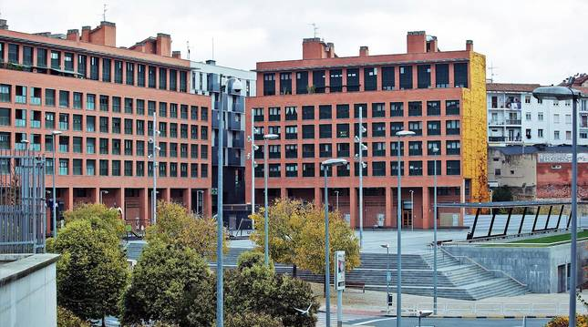 Foto del aspecto que presenta la plaza Felisa Munárriz, donde los vecinos piden paz.