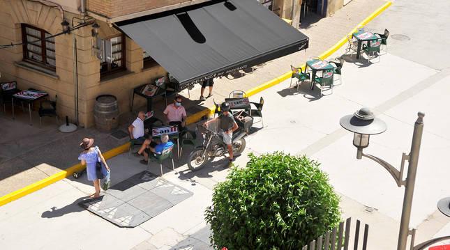 Ambiente en una terraza de Miranda de Arga.