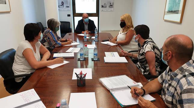 Un momento de la reunión de Carlos Gimeno con representantes del CERMIN