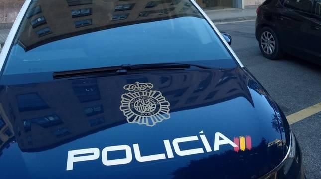 Vehículo de Policía Nacional en Pamplona.
