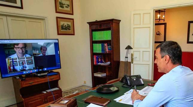 Foto del presidente del Gobierno, Pedro Sánchez, preside, mediante vídeoconferencia, la reunión del Comité de Seguimiento del coronavirus.