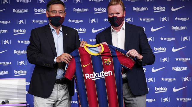 Josep María Bartomeu y Ronald Koeman durante la presentación del holandés como nuevo técnico del Barça.