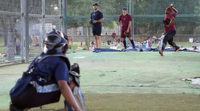 El equipo de Béisbol Navarra, que se encuentra en la categoría División de Honor, entrena en el campo de de Béisbol del Soto, Burlada.