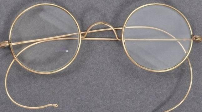 Unas gafas de Mahatma Gandhi subastadas por 260.000 libras