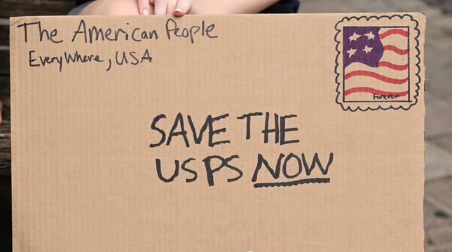 Un cartel de uno de los manifestantes a favor del voto por correo para las próximas elecciones norteamericanas.