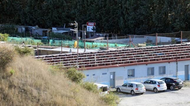 foto de Vista de parte de las huertas preparadas sin permiso en los antiguos campos de fútbol.