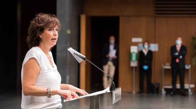 La parlamentaria del PSN Ainhoa Unzu comparece ante los medios tras la Mesa y Junta de Portavoces del Parlamento de Navarra.