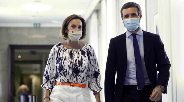 Cuca Gamarra y Pablo Casado, tras su participación en la sesión de la Diputación Permanente celebrada este martes en el Congreso.