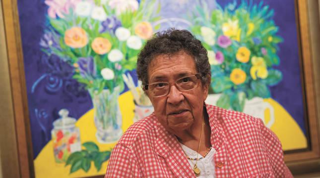 Ana Mari Marín, delante de uno de sus cuadros.