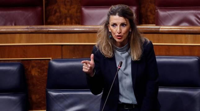 foto de La ministra de Trabajo, Yolanda Díaz, interviene durante una sesión de control al Ejecutivo en el Congreso