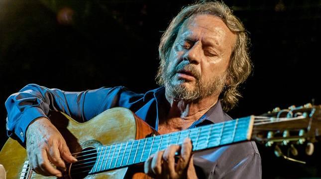 Foto del guitarrista flamenco Víctor Monge Fernández 'Serranito' en una actuación en 2012.
