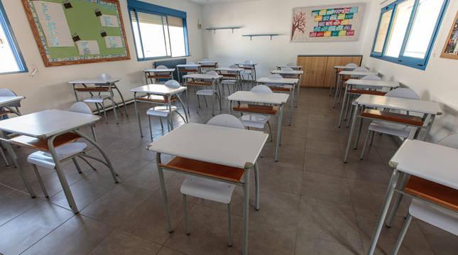 Foto del aula de un colegio, preparada ante el inicio de curso.