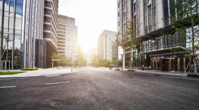 Vista general de una calle solitaria durante el confinamiento masivo por la epidemia de coronavirus