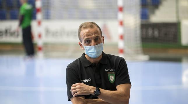 Foto de Quique Domínguez, entrenador del Helvetia.