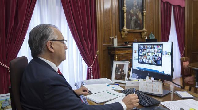 Enrique Maya, durante la reunión telemática.