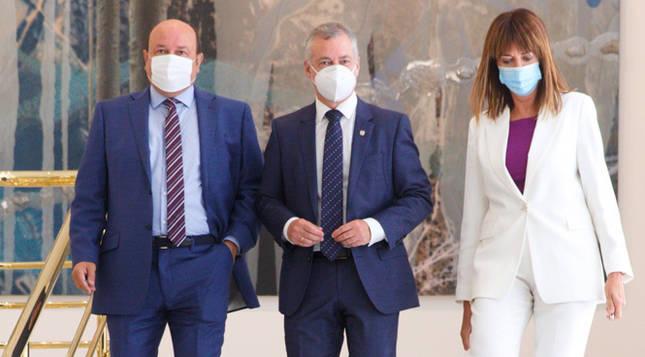 Urkullu, Ortuzar y Mendia suscriben el pacto que reedita la coalición de Gobierno