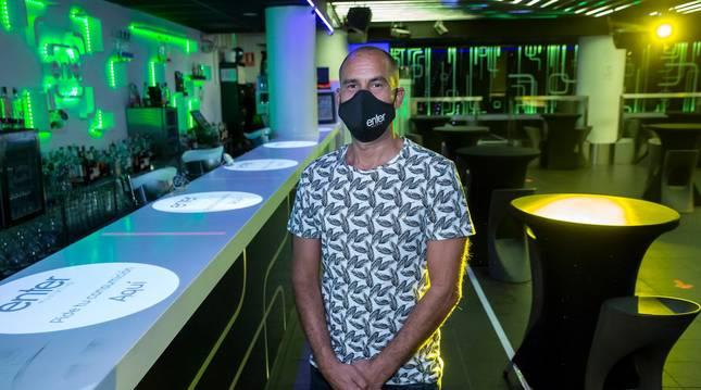 Foto de Gustavo Lorda, en la sala Enter, discoteca que abrió por última vez el 18 de julio.