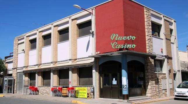 Imagen del Nuevo Casino de Cadreita, ayer con sus puertas cerradas.