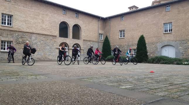 Se trata de un programa formativo orientado a personas adultas para enseñarles a andar en bicicleta.