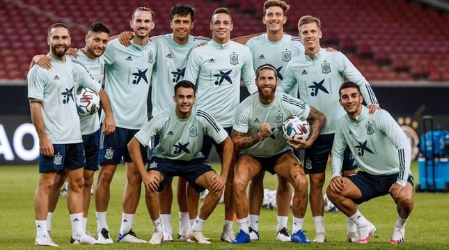 Caras nuevas y veteranas en la selección que esta noche se enfrentará a Alemania en Stuttgart.