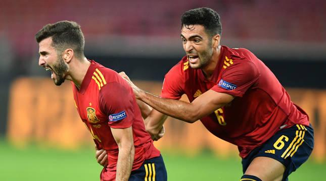 Foto de Gayá y Merino celebrando el gol de España ante Alemania en la Liga de Naciones.