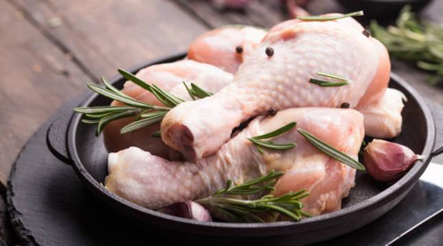 Pollo con pimientos asados, la última receta viral de Chicote