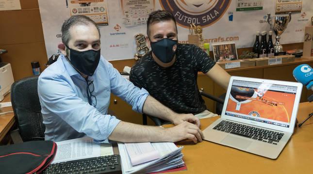 Foto de Juan Luis Pérez, director de Marketing del Aspil Jumpers Ribera Navarra, e Íñigo Sanz, jefe de prensa de la entidad.
