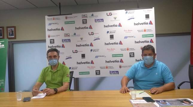 Foto de Miguel Ollacarizqueta, presidente de Anaitasuna, y Javi Gracia, director técnico, durante el acto de este viernes.