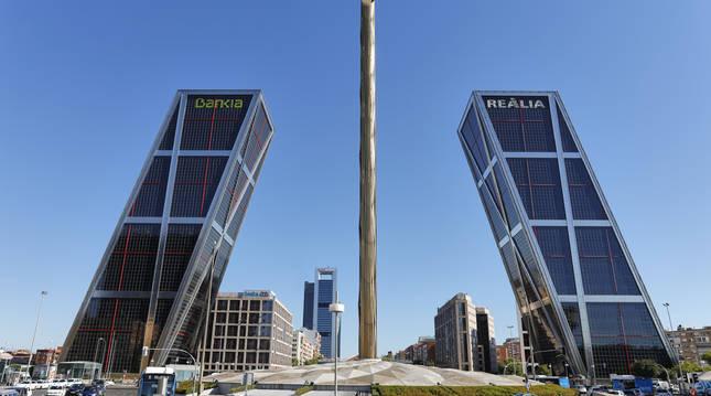 Torres Kio en el Paseo de la Castellana, en Madrid (España).