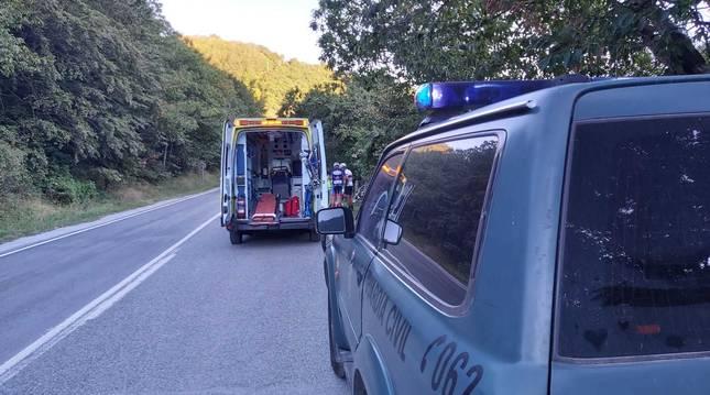Imagen de la ambulancia en la que ha sido evacuado el ciclista al CHN.