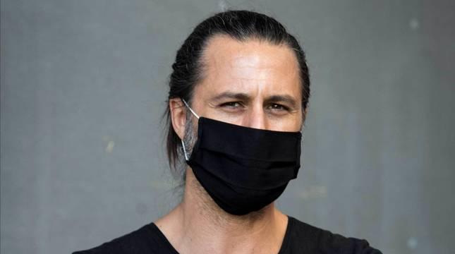 foto de El actor Hugo Silva con mascarilla