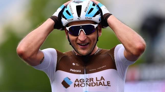 El francés Peters gana la primera etapa pirenaica y Yates sigue de líder