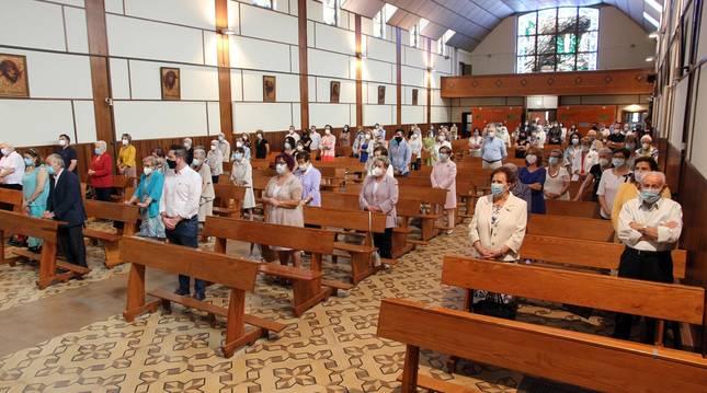 Foto de los presentes en la eucaristía de Acción de Gracias que se celebró ayer en la iglesia de Nuestra Señora de Lourdes de Tudela.