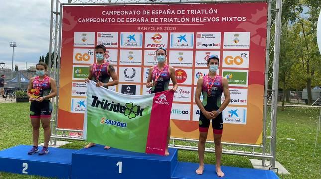 Iratxe Arenal, Ander Noáin, Laura Durán y Mikel Ibergallartu, en el podio.
