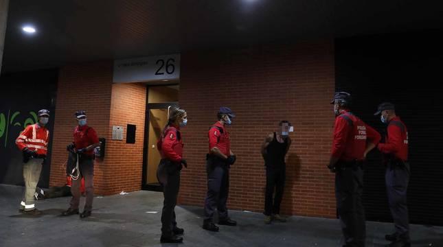 Fotos de la actuación de la Policía Foral durante el turno de noche