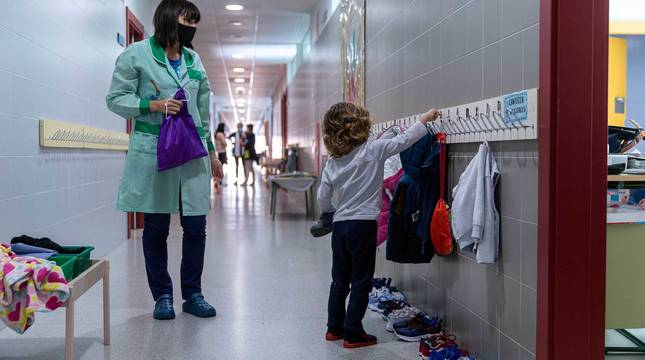 Imagen de la vuelta al cole este lunes en el colegio público San Miguel en Noain.