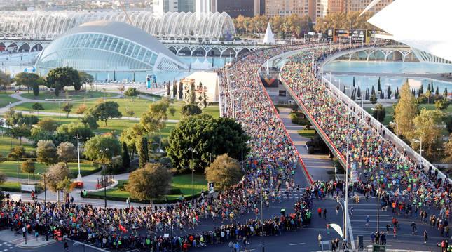 Imagen de la salida de una edición del maratón de Valencia.