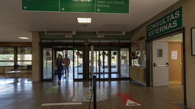 Acceso principal al Hospital Reina Sofía de Tudela con la entrada a la zona de consultas externas, a la derecha de la imagen.