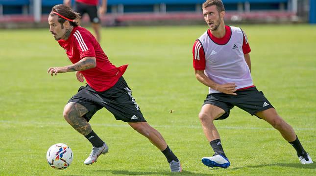 Oier, con Rubén, en un entrenamiento.