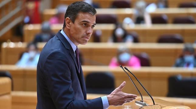 foto de El presidente del Gobierno, Pedro Sánchez, en el pleno del Senado