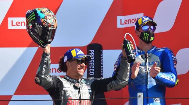 Foto del piloto Franco Morbidelli tras su triunfo en el GP de San Marino.