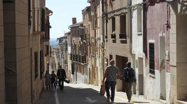 Foto de la calle Mayor de Cárcar, una vía situada en el casco viejo, que se quiere revitalizar con viviendas de alquiler para jóvenes.