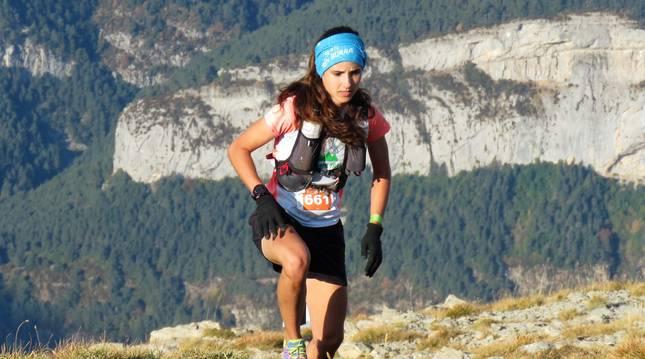 María Ordóñez (Beste Iruña), llegando a la cumbre de La Moleta en la carrera de 45 kilómetros (4.000m+).
