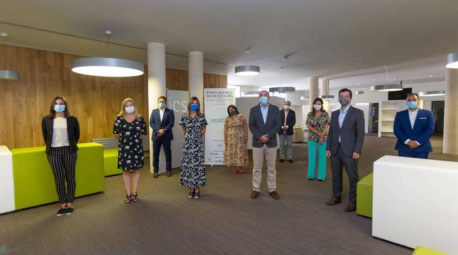 Foto de los asistentes a la entrega del premio, en el Instituto Cultura y Sociedad de la Universidad de Navarra.