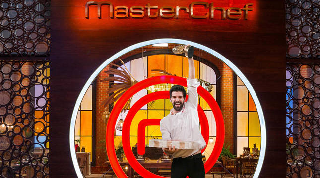Foto de Miguel Ángel Muñoz, ganador de la primera edición de MasterChef Celebrity España.