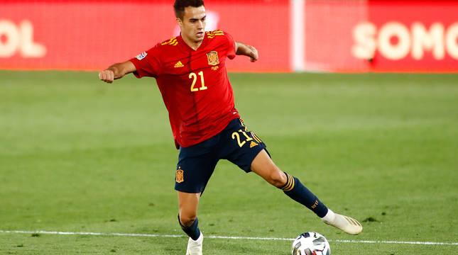 Reguilón, con la camiseta de la selección española.