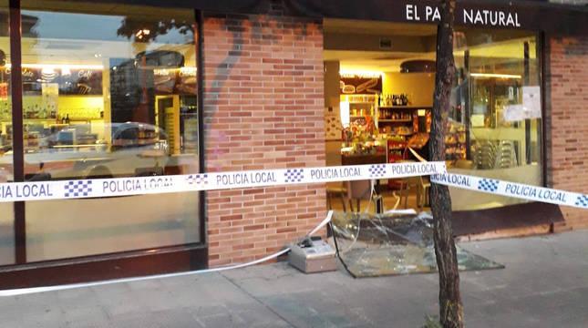 Foto de un alunizaje en una panadería de Berriozar (Navarra).